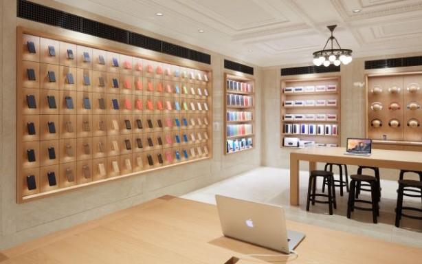 Negli Apple Store meno accessori e miglior disposizione dei prodotti