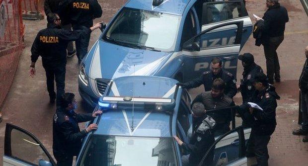 Blitz Secondigliano 5 arresti market sotterraneo droga