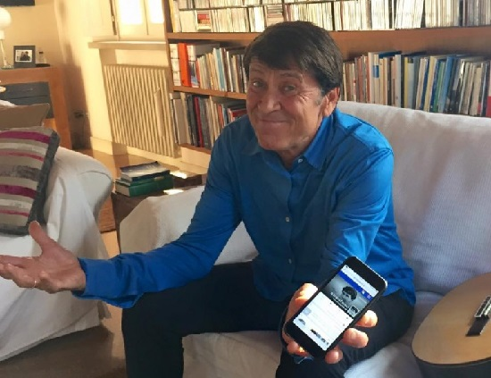 Gianni Morandi bacchettato dal figlio perche passa troppo tempo al cellulare