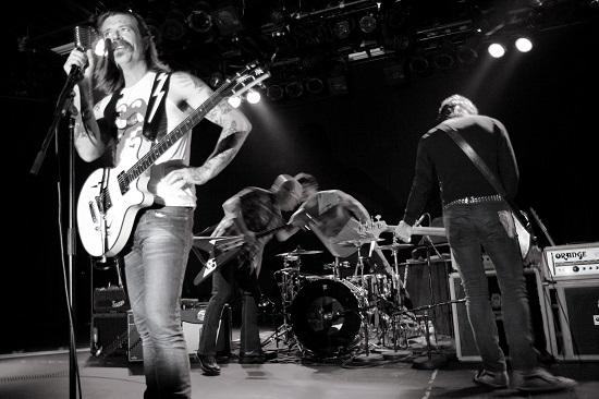Parigi Eagles of death metal annullato tour europeo saltano l Italia