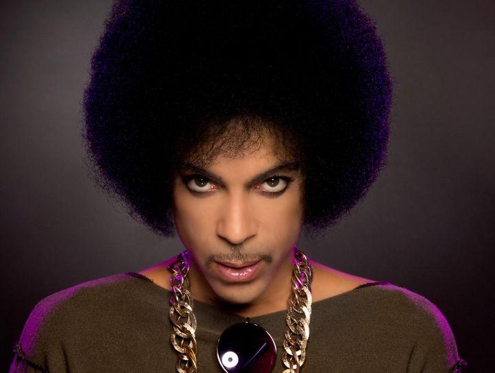Prince, annullati i concerti previsti in Europa dopo gli attentati di Parigi. Cancellata l'intera tournée europea.