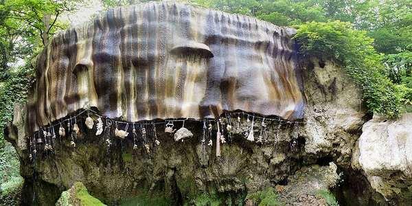 Il pozzo che trasforma tutto in pietra