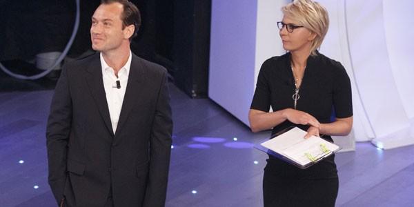 Anticipazioni C'è Posta Per te, Stasera in Tv 5a puntata: ospite Jude Law, info streaming