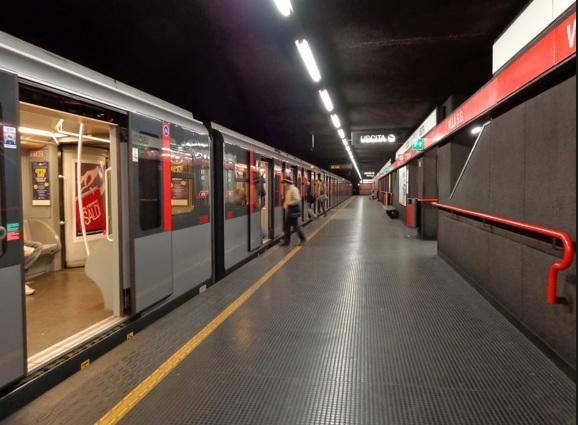 Furti di rame sulla M2, metro Milano sospesa e treni fermi
