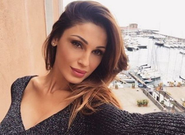 Anna Tatangelo, recupera il concerto annullato e sbotta contro il gossip